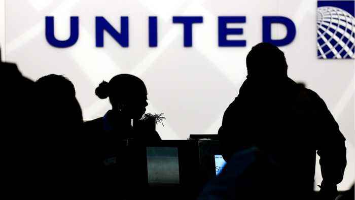 News video: Dog Forced Into Overhead Bin Dies On United Airlines Flight