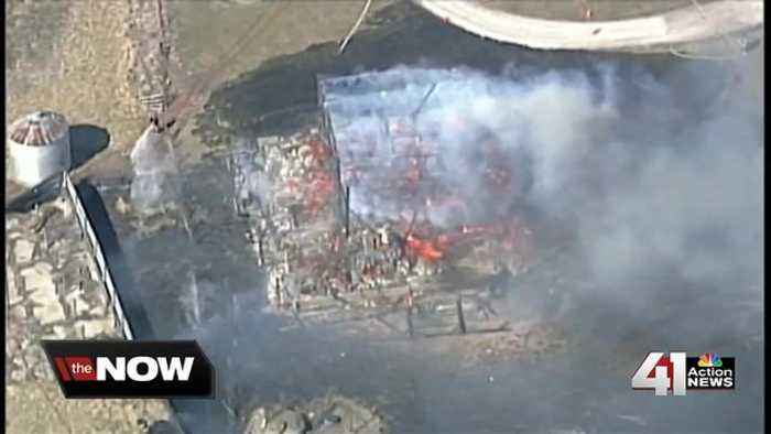 News video: Grass fire destroys barn, several acres south of KC