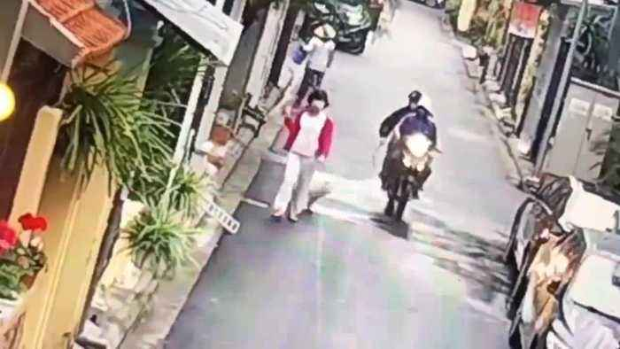 News video: Thieves On Motorbike Seize Womans Pet Dog For Meat
