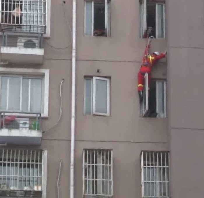 News video: Abseiling Fireman Kicks Suicidal Woman Back Into Home