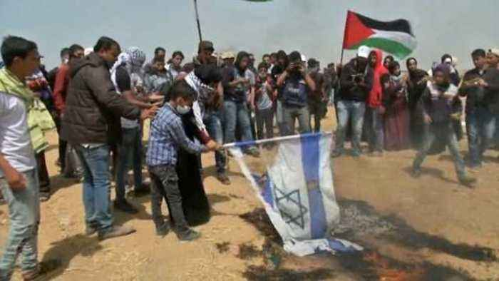 Israeli flags burn as protests on Gaza border move into third week