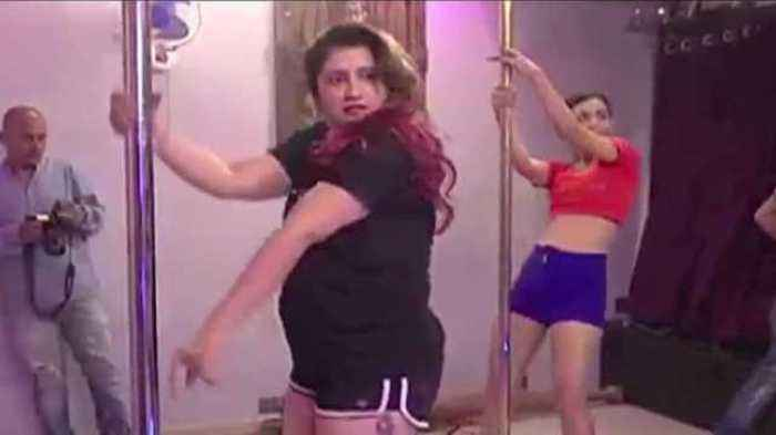 News video: Smilie Suri and Heena Panchal POLE DANCE