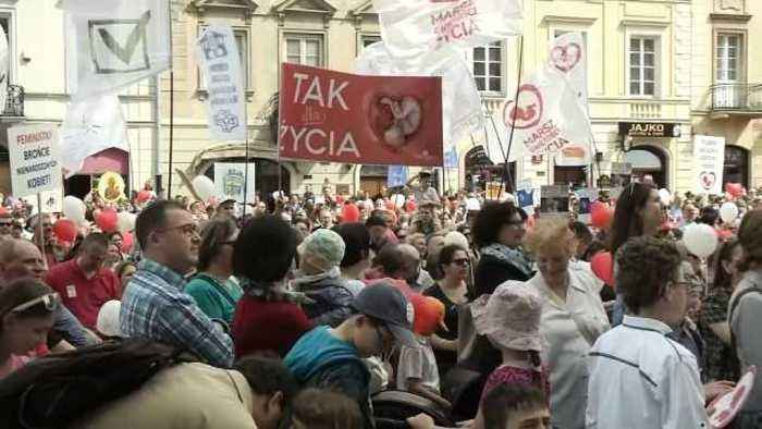 Thousands of Poles march in Warsaw to demand abortion ban