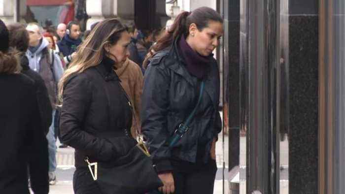 UK wage growth unexpectedly stalls