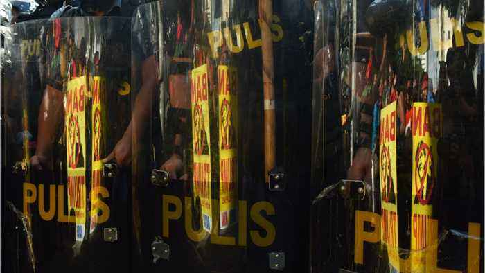 Philippine Government To Deploy Riot Police To Enforce Boracay Shutdown