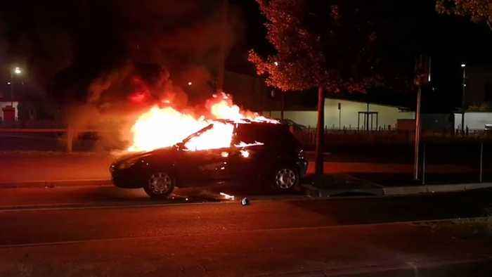 News video: Police Respond as Cars Set on Fire During Violent Protests in Toulouse