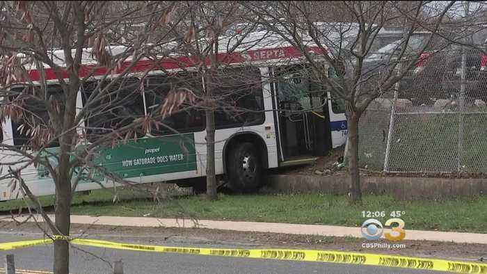 News video: 3 Injured After SEPTA Bus Crashes Into Poles, Fence In North Philadelphia