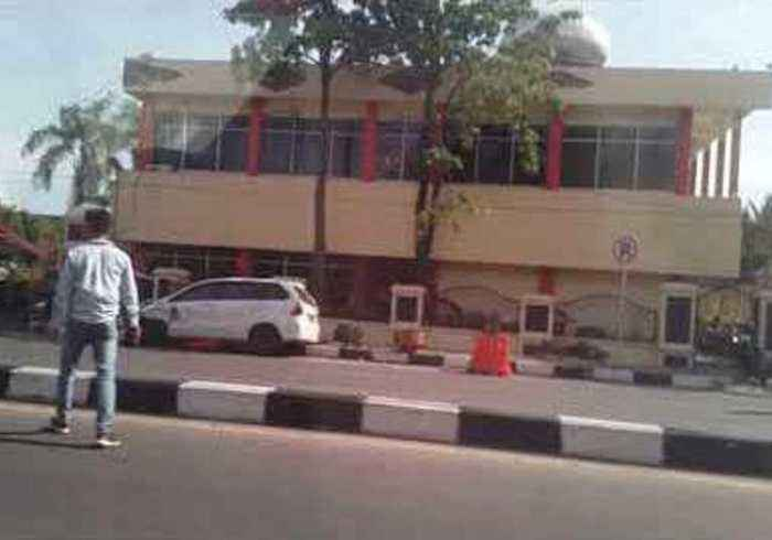 News video: Multiple Deaths in Riau Police Station Attack