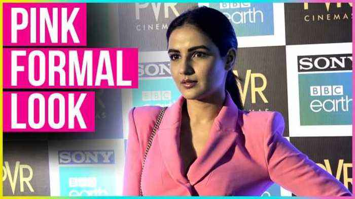 News video: Jasmine Bhasin Looks Cute In Pink FORMAL LOOK