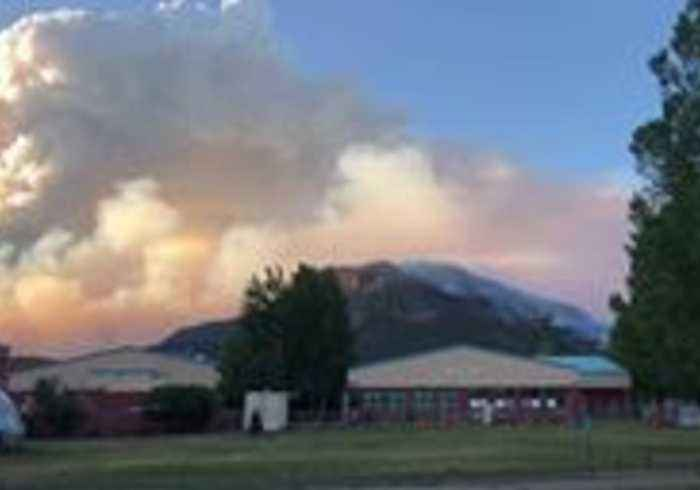 416 Fire Churns up Smoke Clouds Behind Animas Valley Elementary School