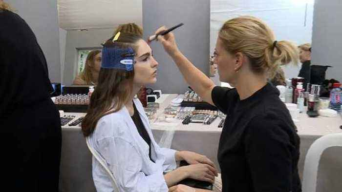 News video: Make-up Spring/Summer 2018: The main trends explained by Tom Sapin, makeup artist at MAC