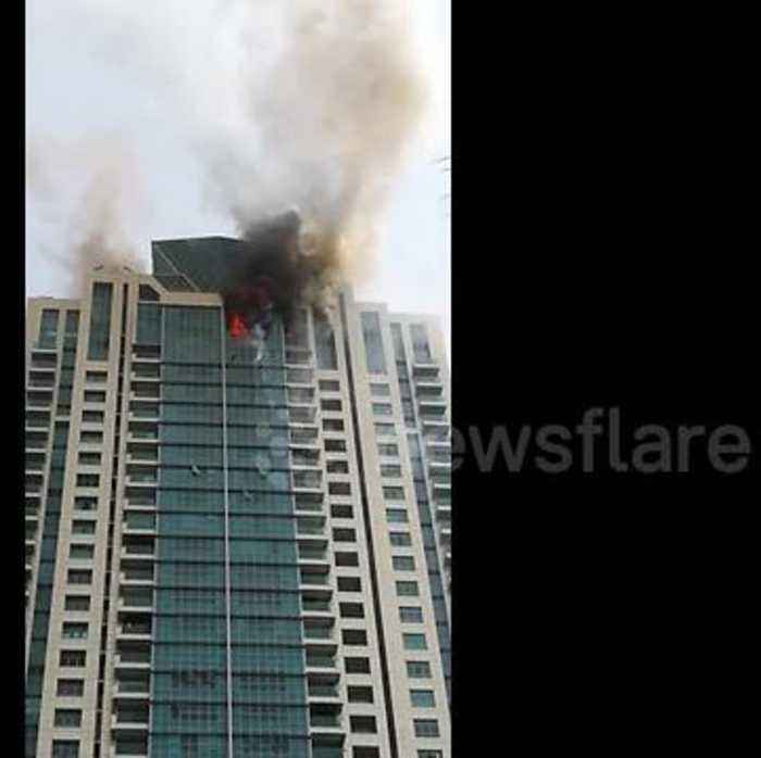 News video: Debris flies as major fire breaks out at Beaumonde Towers in Mumbai