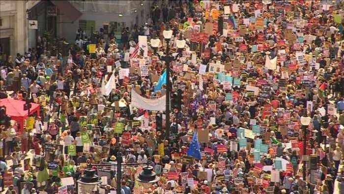 News video: Thousands of anti-Trump protesters march through London