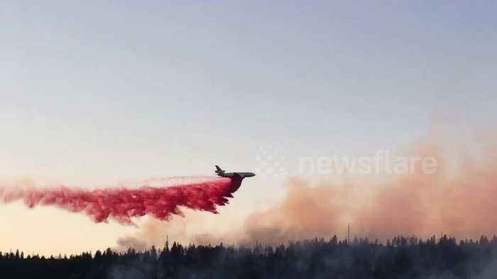 DC-10 air tanker drops long stream of retardant on Washington state fire
