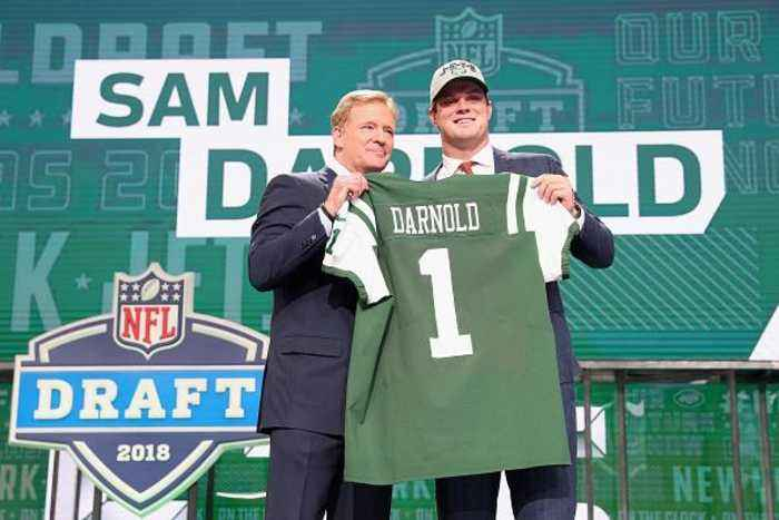 News video: Rookie QB Sam Darnold Inks Contract With the New York Jets
