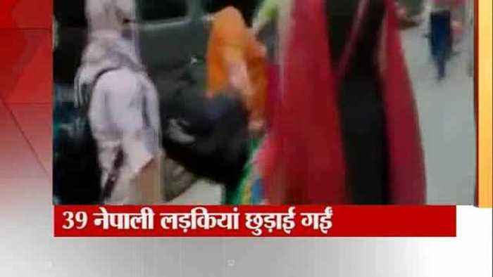 News video: DCW Swati Maliwal with police rescued 39 Nepali girls from a hotel in Delhi