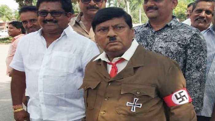 News video: TDP MP N. Sivaprasad बनें Hitler, Andhra Pradesh को Special State दर्&#x91