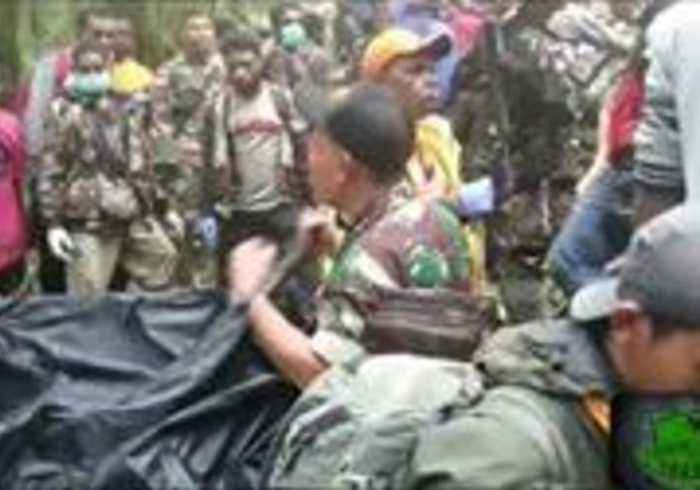 News video: Boy, Sole Survivor of Plane Crash, Evacuated From Mountain in Indonesia's Papua