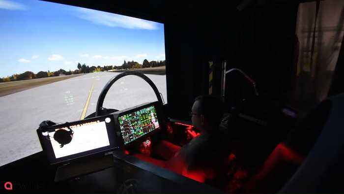 Grandfather Spends £30,000 Building World's First F-35 Flight Simulator In  His Garden Shed