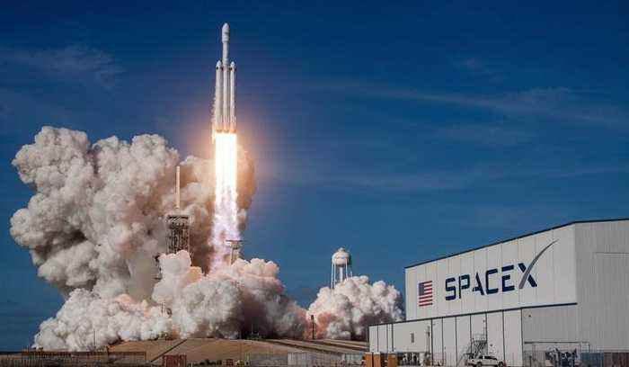 SpaceX Announces First Tourist Going to the Moon