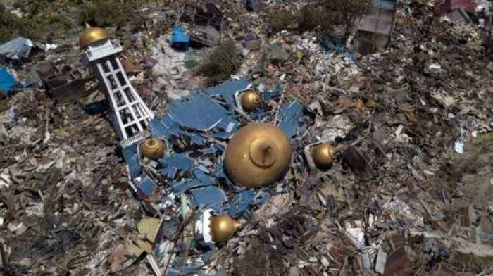 News video: Indonesia tsunami wreckage filmed from above
