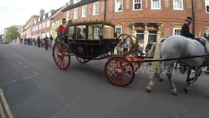 Princess Eugenie and husband Jack Brooksbank leave wedding in horse-drawn carriage