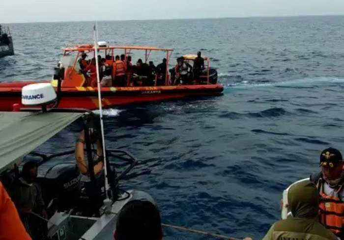Indonesian Search Team Recover Remains and Belongings of Lion Air Crash Victims