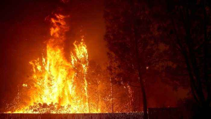 Northern California 'Camp' Fire Spreading Rapidly