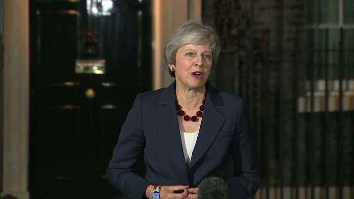 British cabinet backs PM May's Brexit plan
