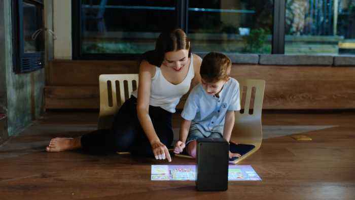 'Puppy Cube' Projector Turns Surface Into Touchscreen