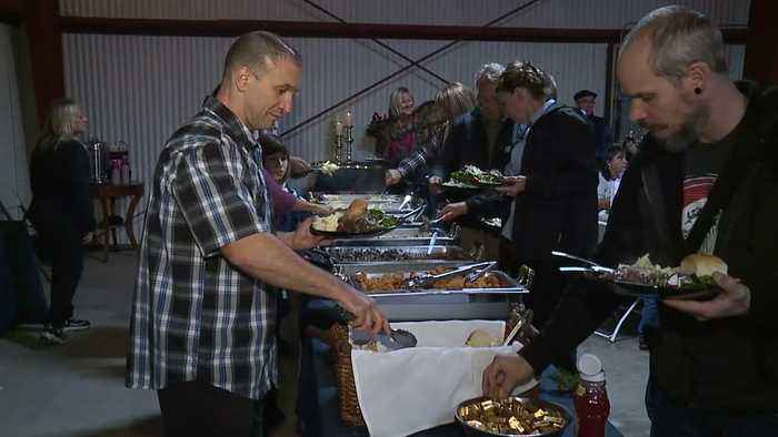 Volunteers Throw Christmas Party for Hospital Staff Who Lost Their Homes in Camp Fire