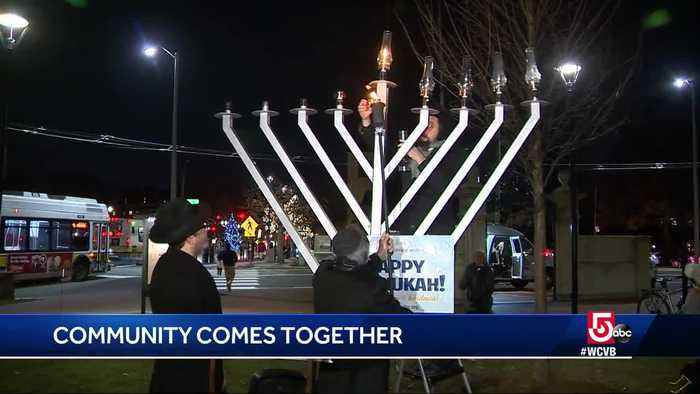 Community comes together in spirit of the holiday season