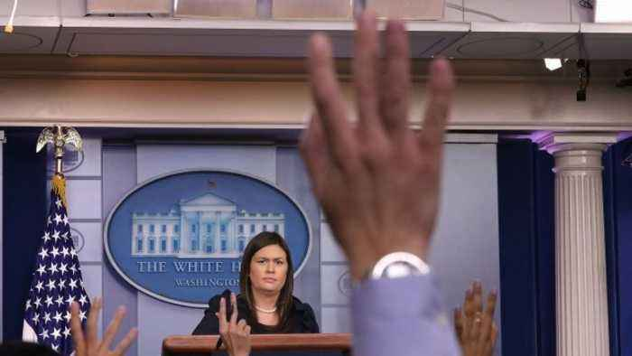 White House Downplays Court Filings About Trump Associates