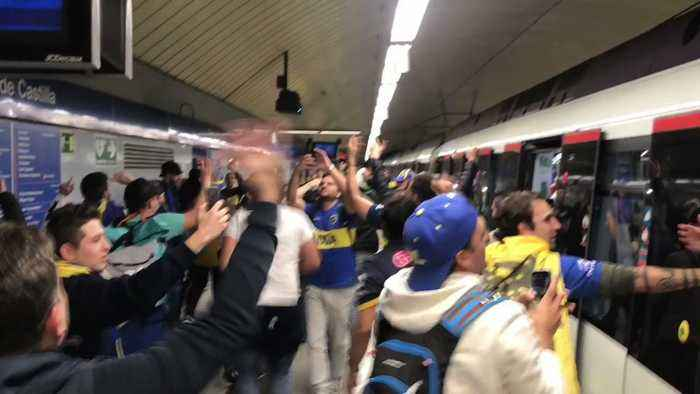 Boca Juniors Fans Sing on Packed Madrid Metro Ahead of Copa Libertadores Final