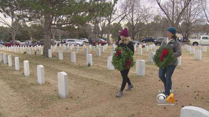 Holiday Wreaths Don Gravestones Of Fallen Service Members