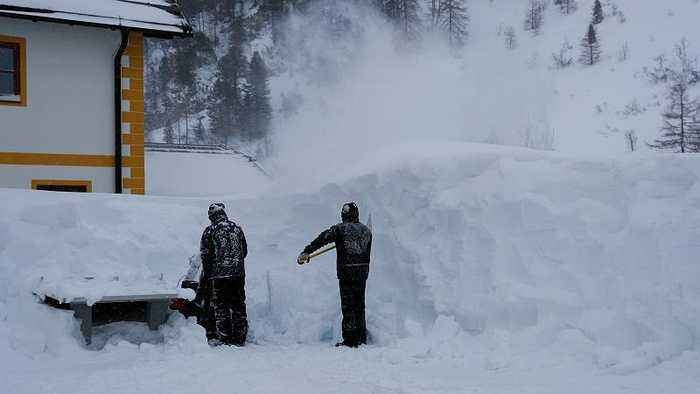 Fatal avalanches in Austrian Alps