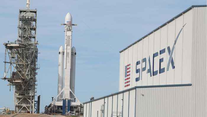 SpaceX Set To Layoff 10 Percent Of Workforce