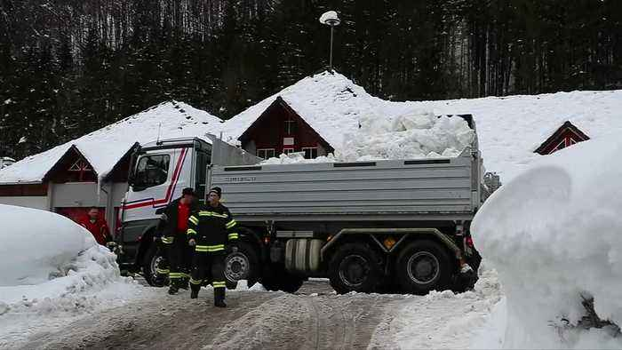 Emergency services battle snow in Germany and Austria