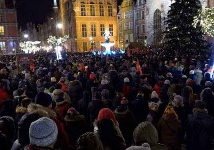 Thousands Across Poland Attend Vigils for Slain Gdansk Mayor