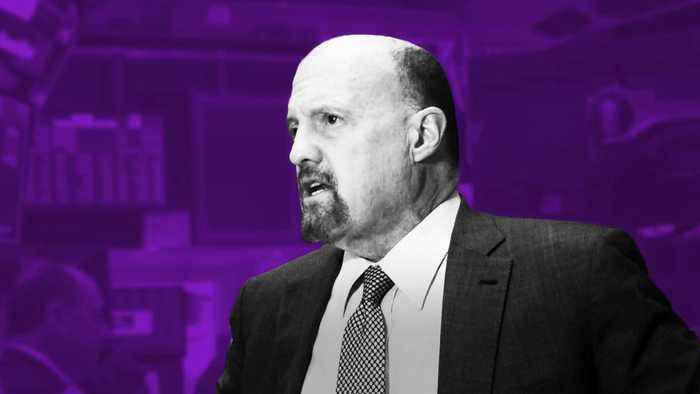 Jim Cramer Weighs In on Delta and JPMorgan Earnings