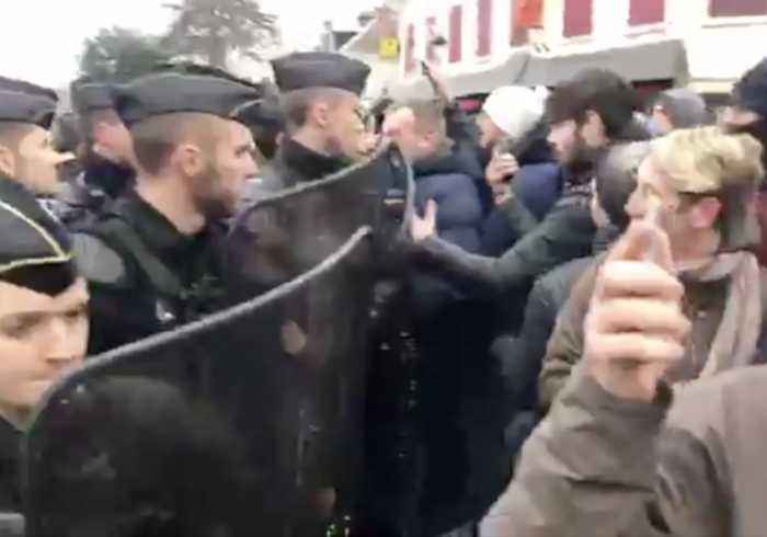 Riot Police Push Back Yellow Vest Protesters Ahead of Macron Arrival in Bourgtheroulde