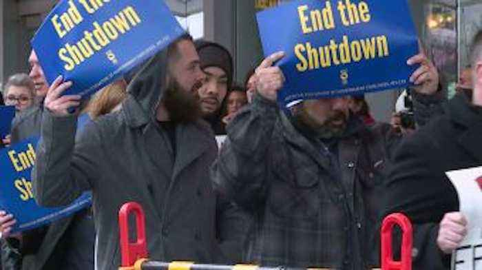TSA Workers Affected by Shutdown Protest Outside Sacramento Airport