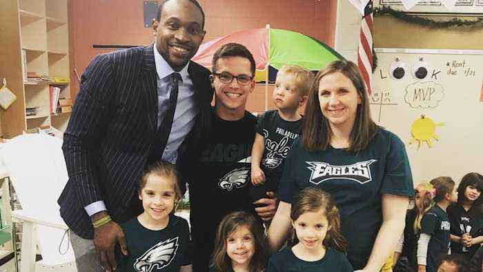 Alshon Jeffery surprises class of girl who wrote letter