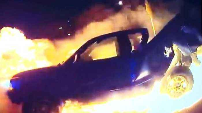 Texas Cops Pull Woman Out of Burning Truck