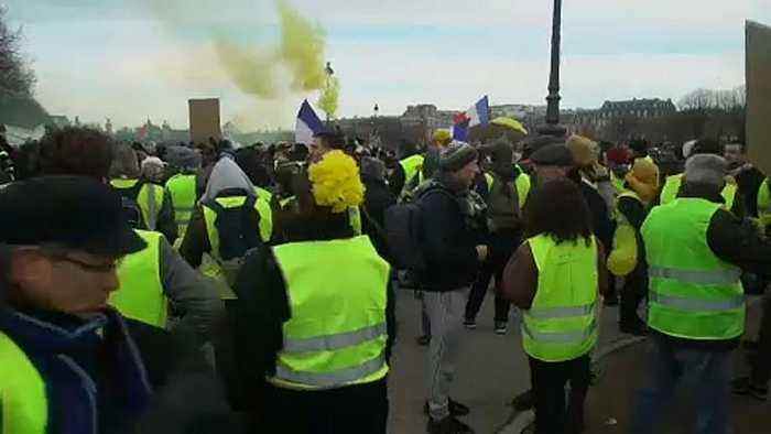 French yellow vests take their anti-government protest into tenth week