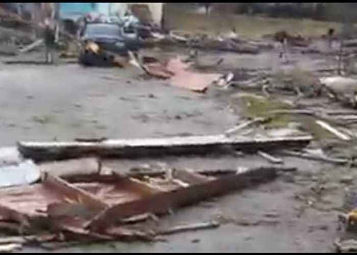 Tornado Leaves Wetumpka Littered With Debris
