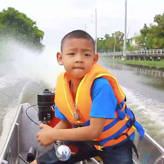 This 5-year-old boy drives his dad's boat to school every day