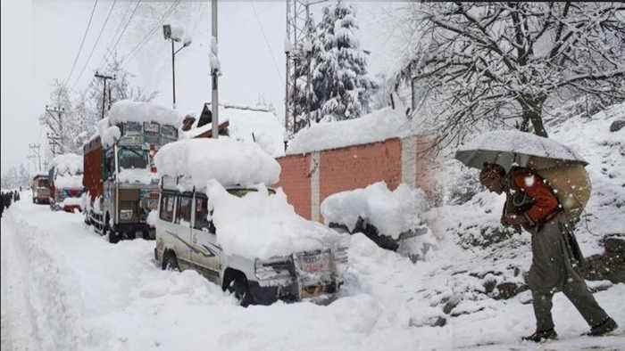 Jammu and Kashmir turns White after Fresh SNOWFALL, WATCH VIDEO | Oneindia News