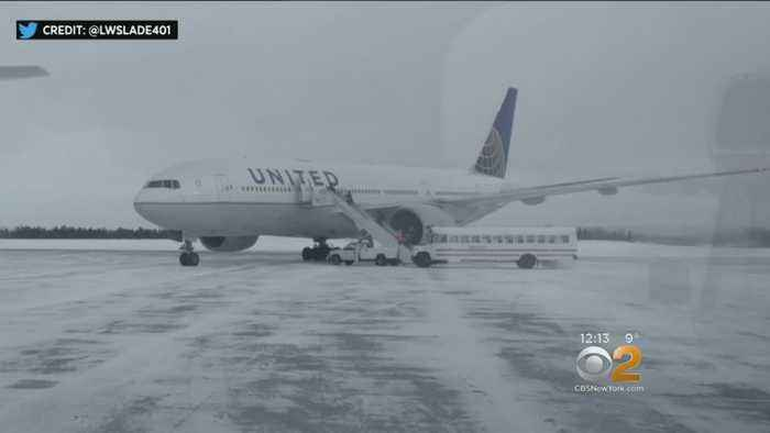 United Airlines Passengers Stuck On Tarmac For 15 Hours