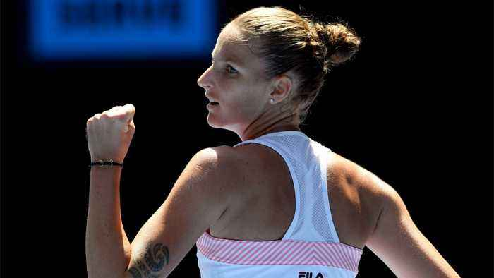 Karolina Pliskova Advances After Stealing Serena Williams' Lead